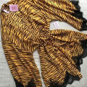 NWT Savage x Fenty Chiffon Robe Tiger Lace 2X 3X